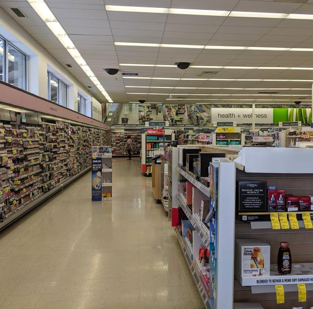 Walgreens Interior 2000x1500 72dpi