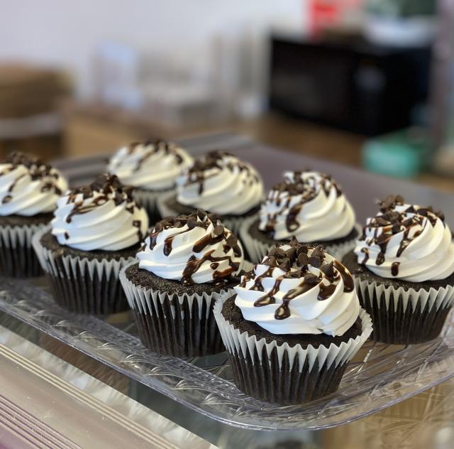Mrs Bs Bake Shop 2000x1500 72dpi