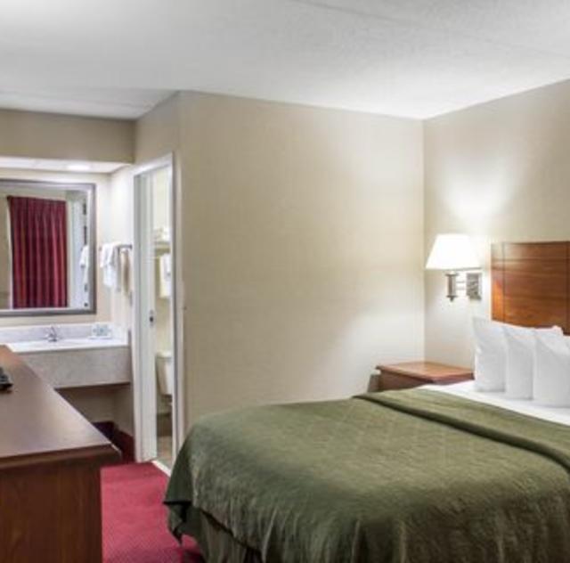 Quality Inn Selma King Room