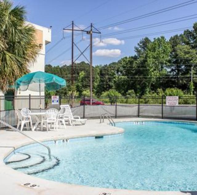 Quality Inn Selma Outdoor Pool