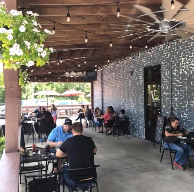 Vinson's Pub & Eatery - Outdoor Dining