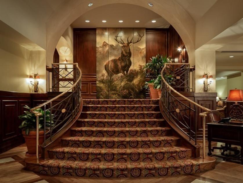 Houstonian Lobby