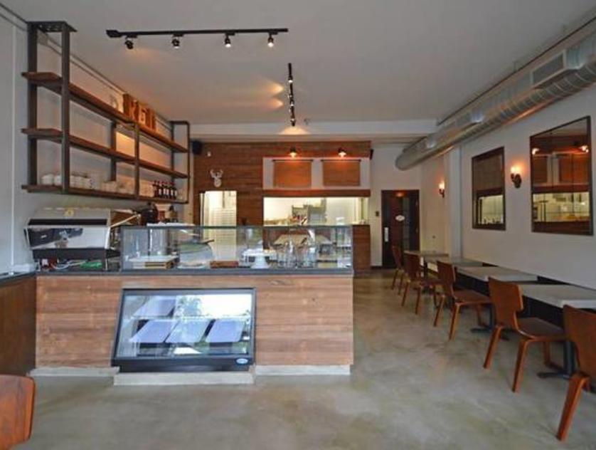 Red Dessert Dive & Coffee Shop