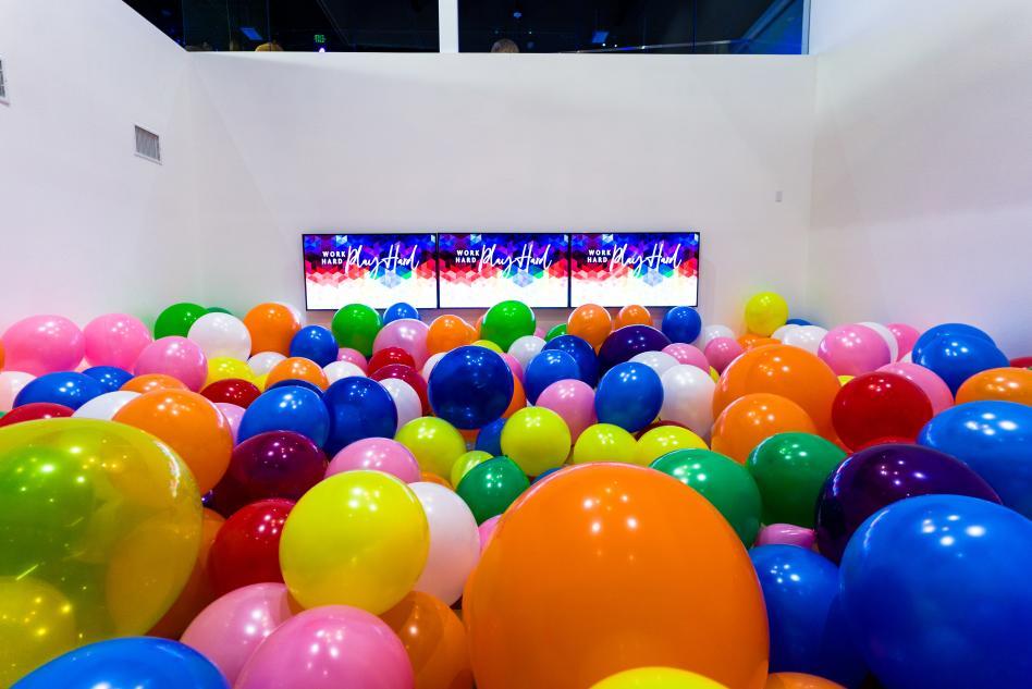 AV Irvine Balloon Room