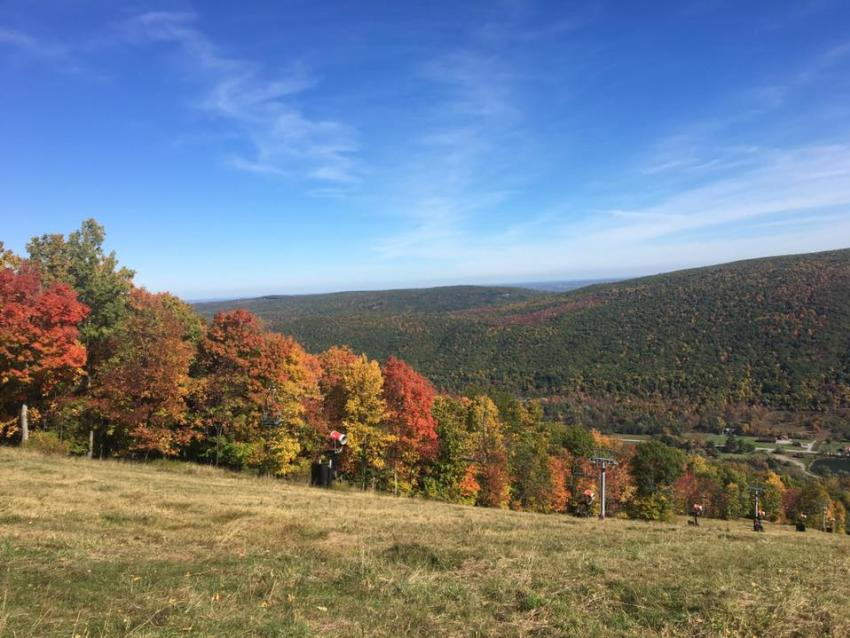 Bristol-Mountain-view-blue-sky-fall-foliage