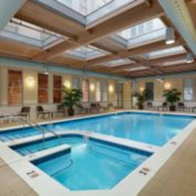 Hilton  Richmond Downtown Hotel Swimming Pool
