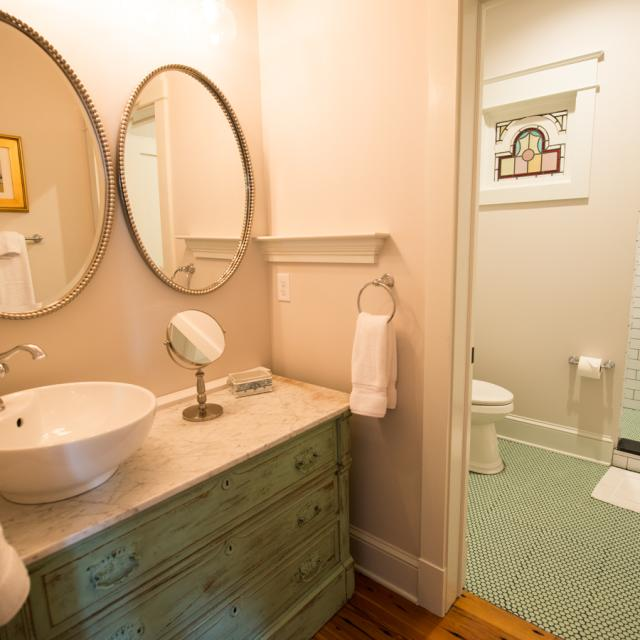Cottage F Bathroom