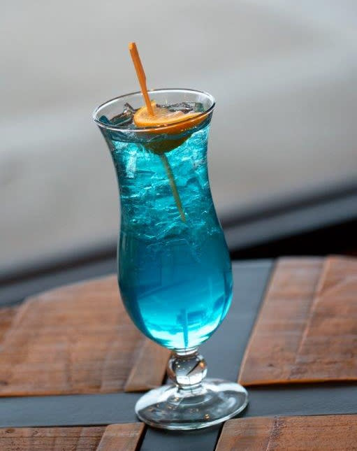 drinks blue moose