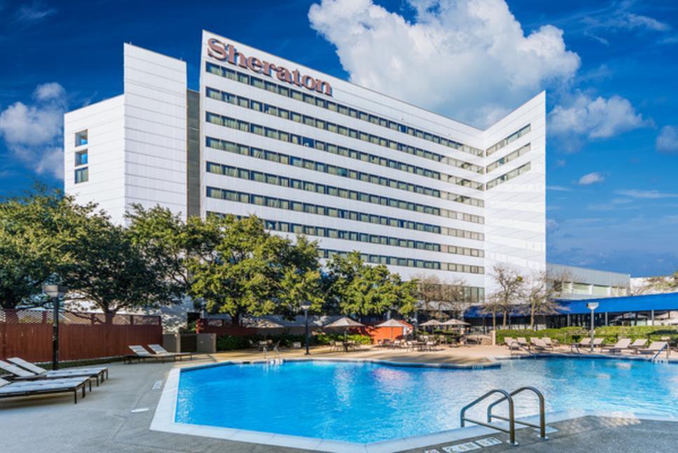 Sheraton North Houston Pool