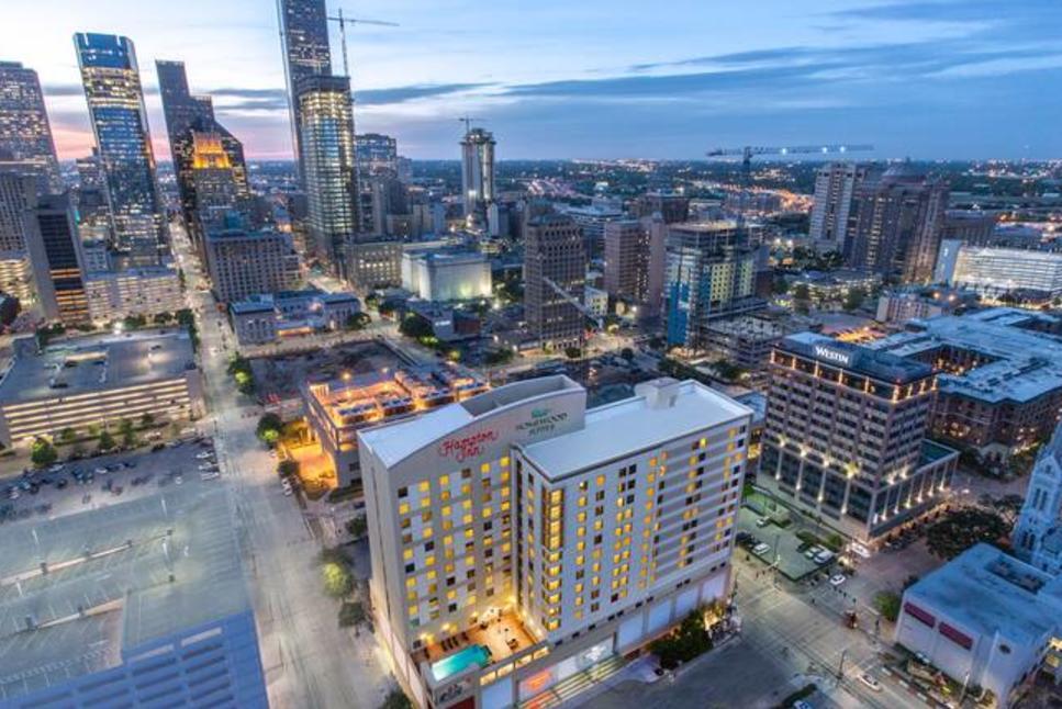 HamptonInn-Downtown-Houston-skyline