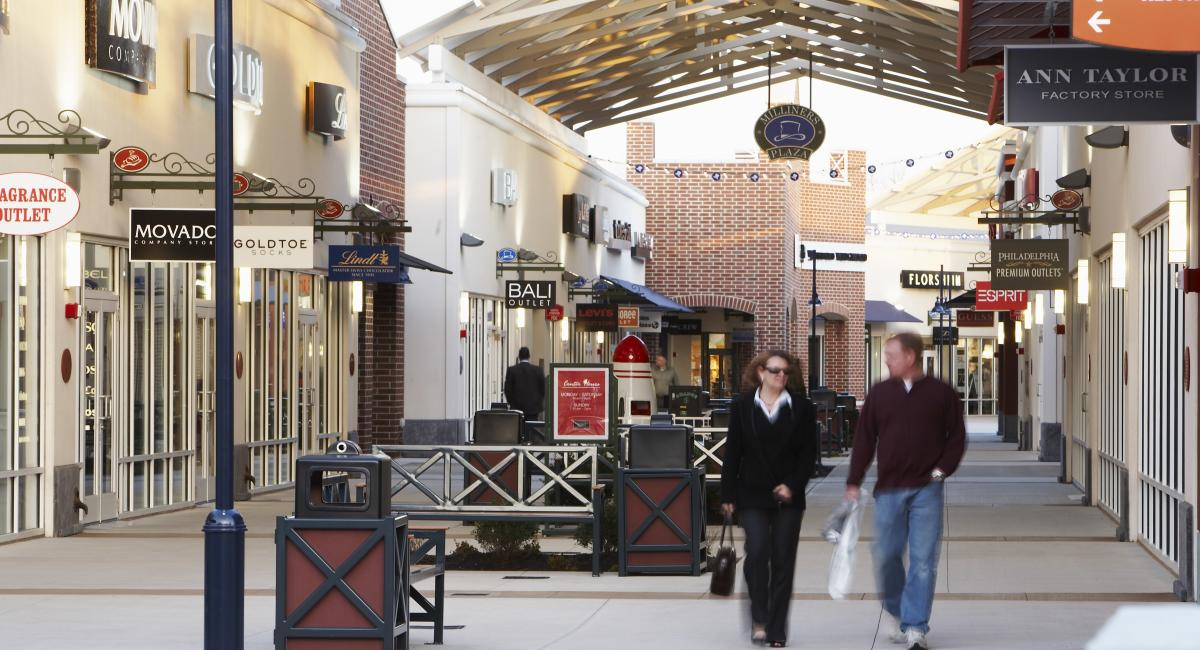 philadelphia premium outlets outside
