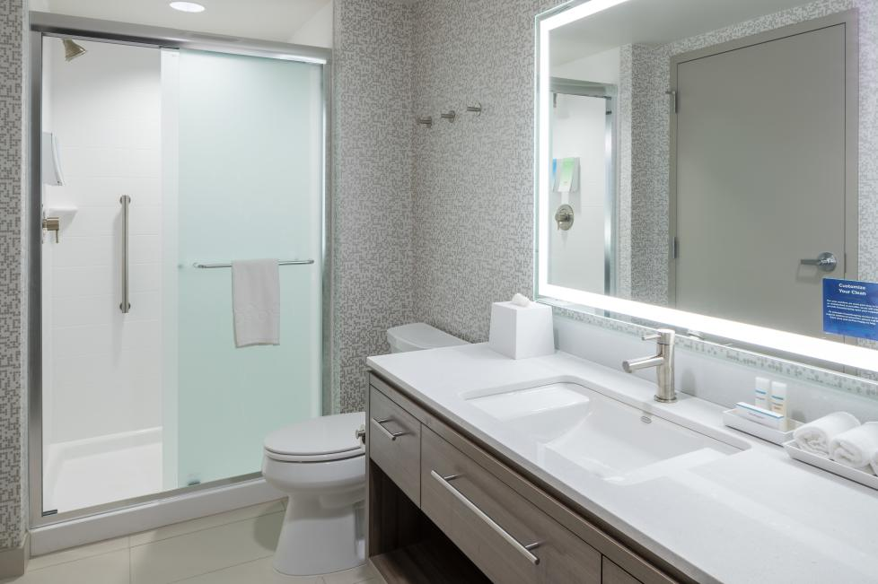 Home2 Suites by Hilton - Fort Worth Cultural District bathroom