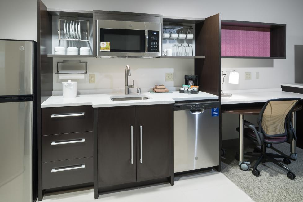 Home2 Suites by Hilton - Fort Worth Cultural District Kitchen and Desk