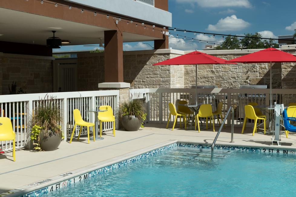 Home2 Suites by Hilton - Fort Worth Cultural District Patio and Pool
