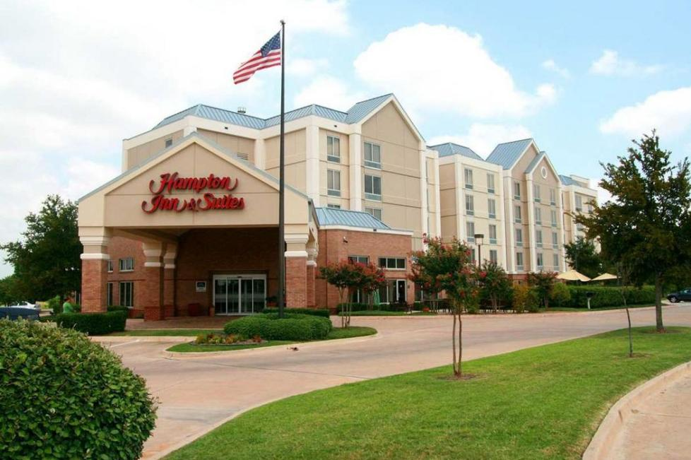 hampton inn and suites alliance airport