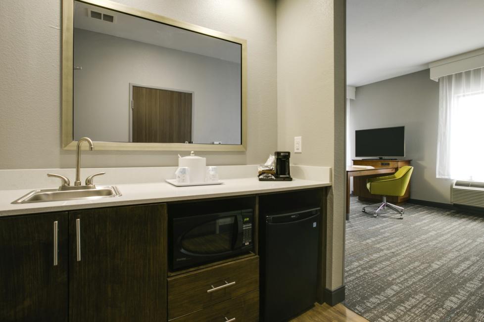 hampton suite wet bar