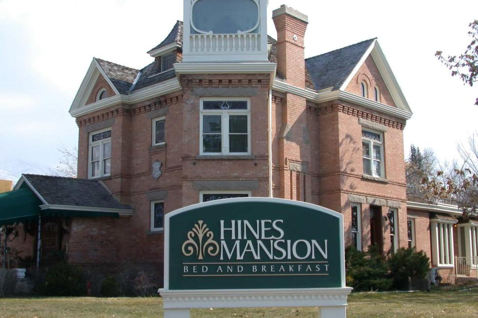 Hines Mansion 013.jpg