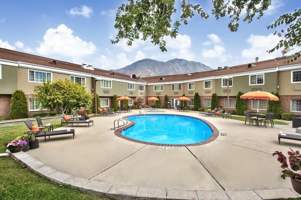 Outdoor Seasonal Pool/Spa