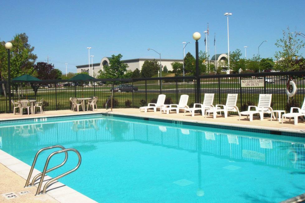 Ramada Pool