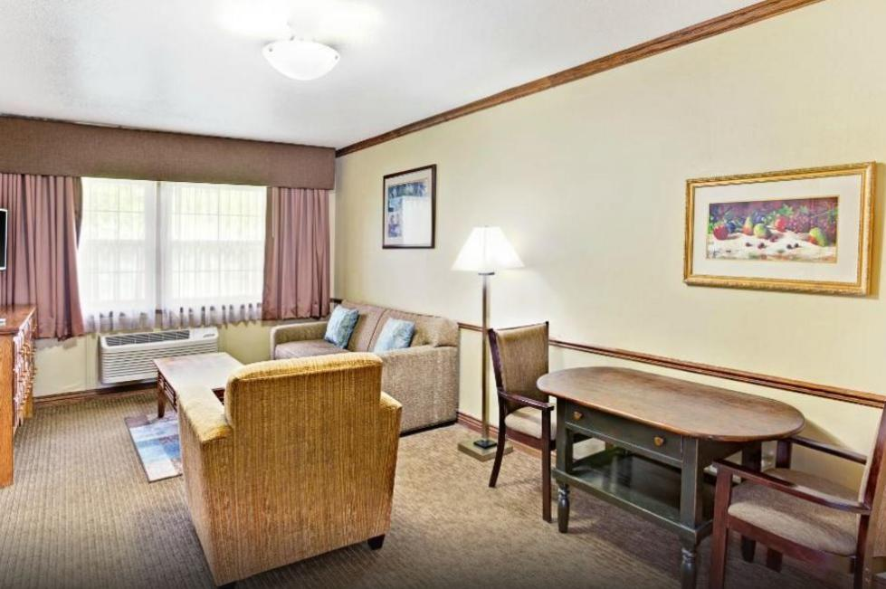 Baymont Inn & Suites Provo River Rooms