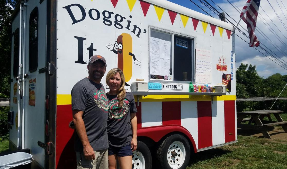 Doggin' It 828 food truck