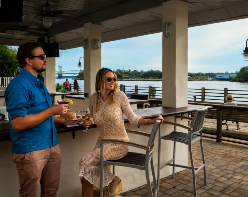 Outdoor Bar at Wilmington Hilton Riverwalk