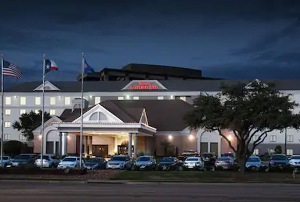 Hilton Garden Inn Exterior Night