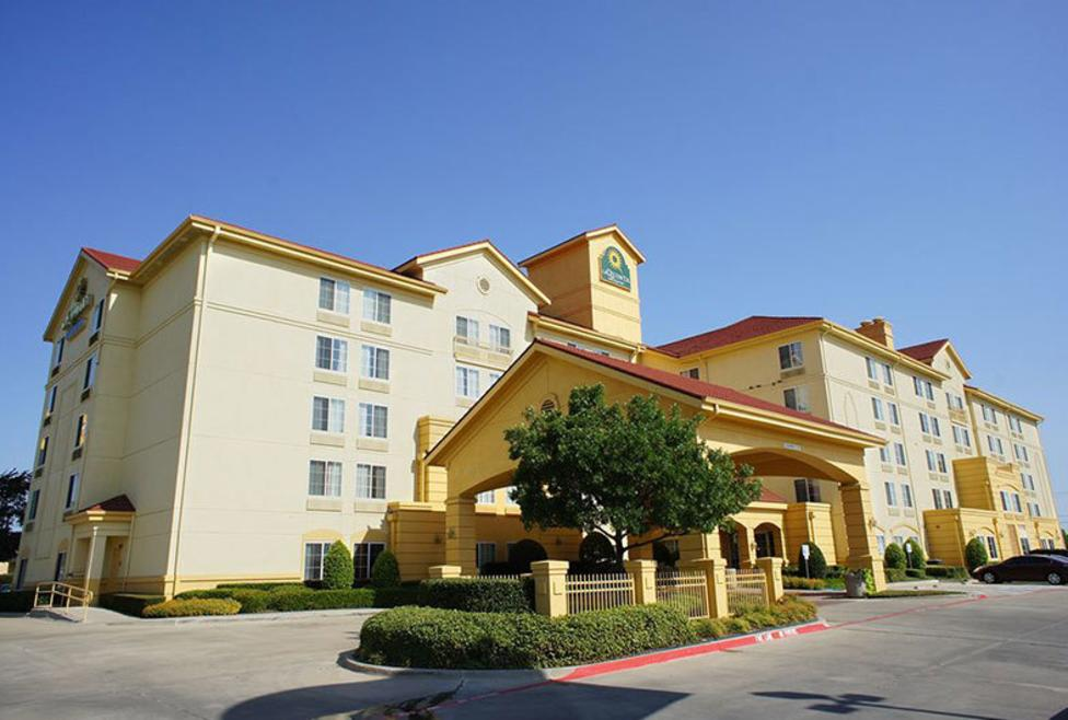 La Quinta Inn & Suites - DFW South - Exterior