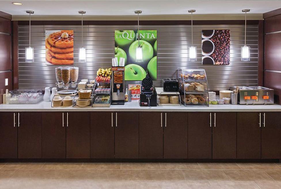 La Quinta Inn Hotel & Suites - Las Colinas - breakfast