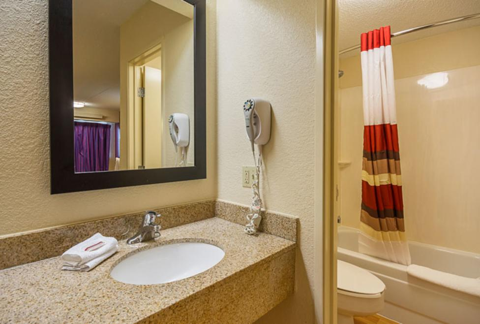 Red Roof Inn Guest Bathroom New