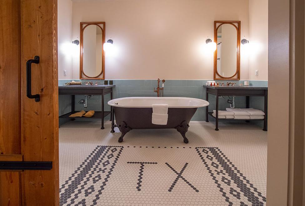 Texican Court Bath