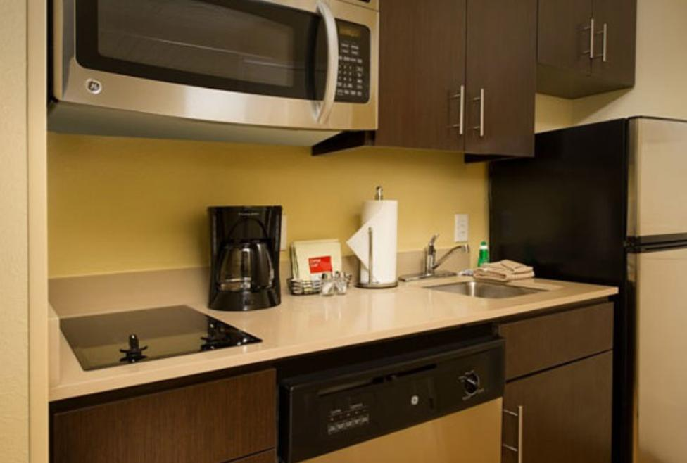 TownePlace Suites - Kitchenette