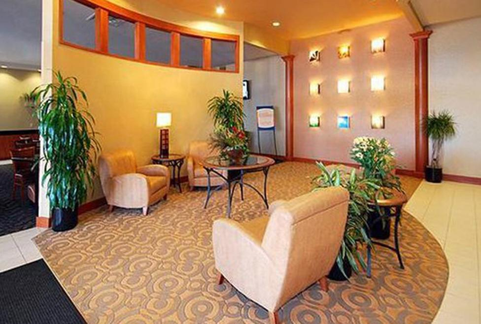 Comfort Inn DFW Airport North Lobby 2