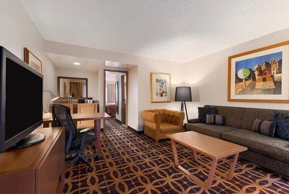 Embassy Suites - DFW Airport South - Suite 1