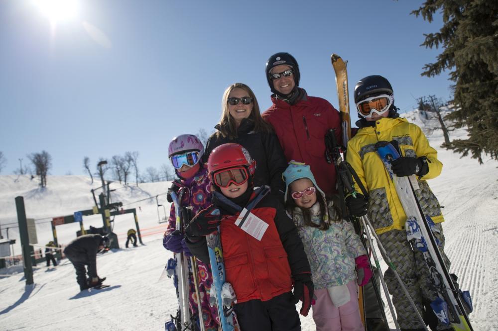 family_ski.jpg