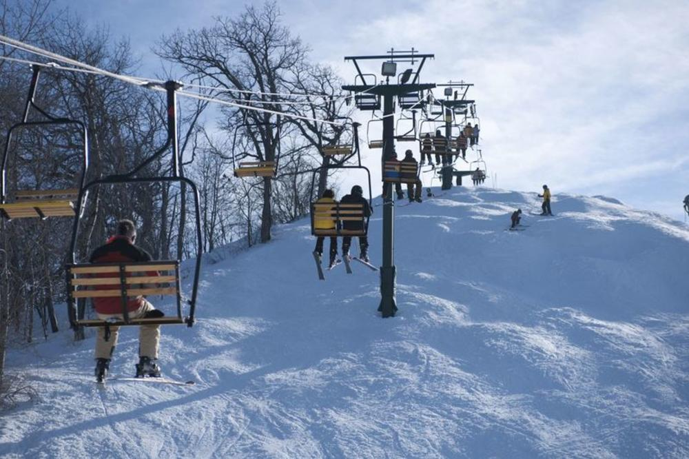 LR_Z2M_6257_skihill.jpg