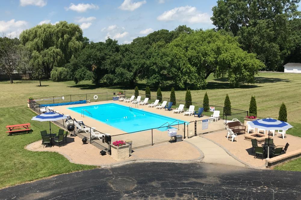 Pool & Picnic Area