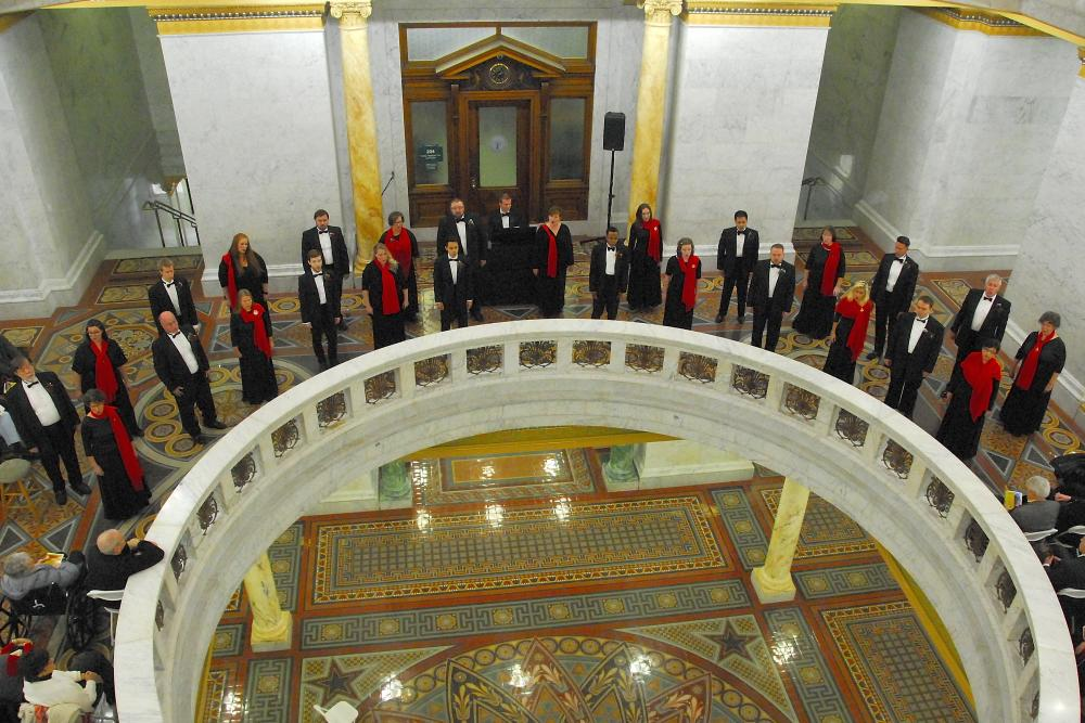 Heartland Sings Spirit of Christmas 2017 Allen County Courthouse