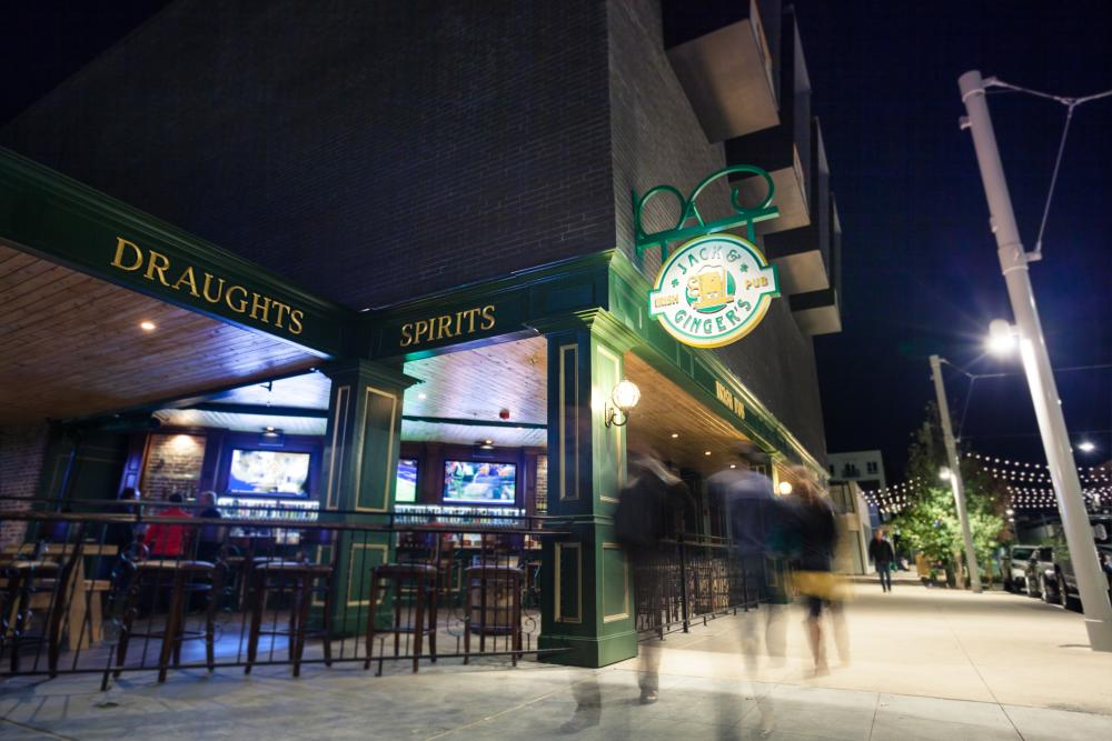 Jack & Ginger's exterior at night