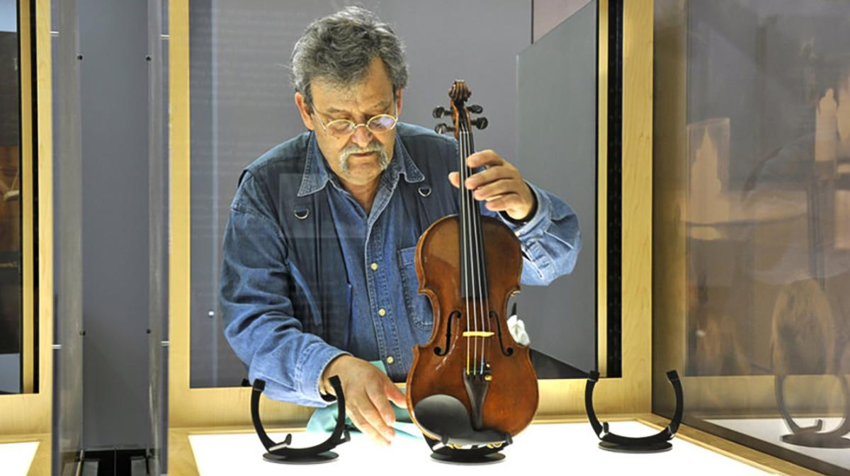 Instruments exhibited in Violins of Hope display