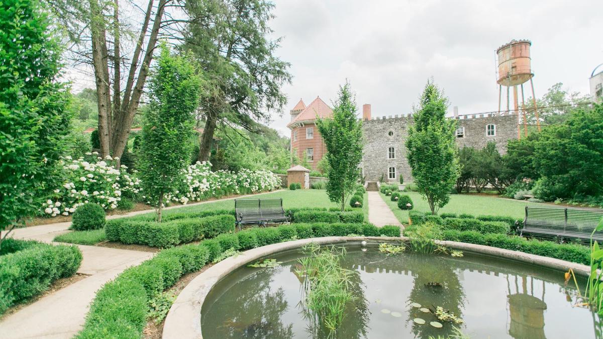 Garden-at-Castle-and-Key-Distillery-1-sm