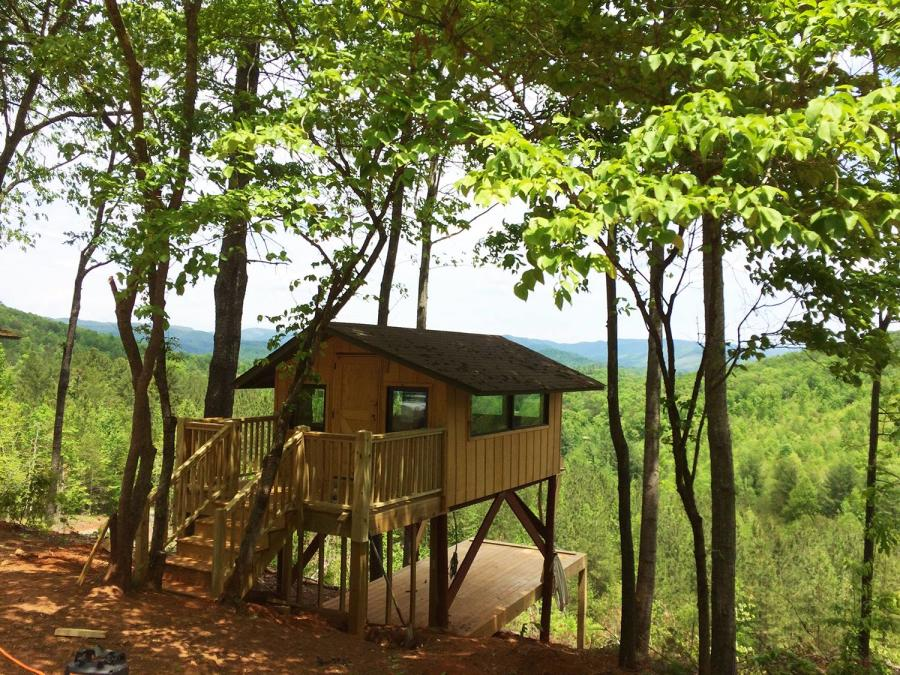Tree Top Cabins at Jellystone Campground in Golden Valley