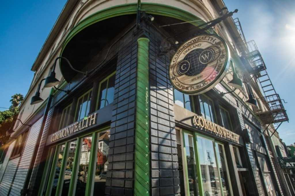 Commonwealth Cafe & Public House