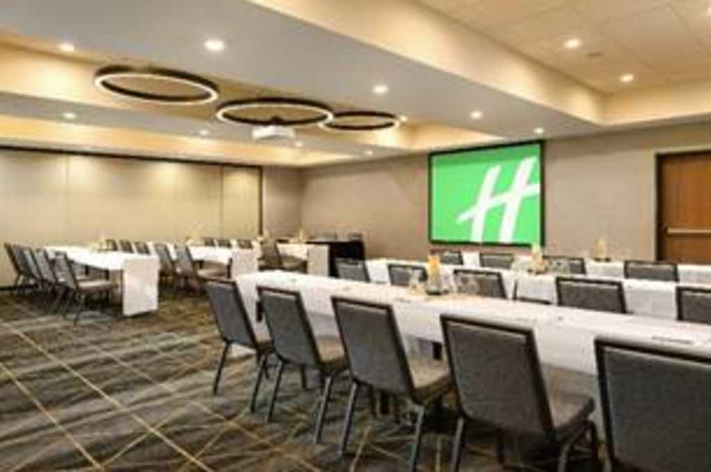 Holiday Inn & Suites Oakland Airport