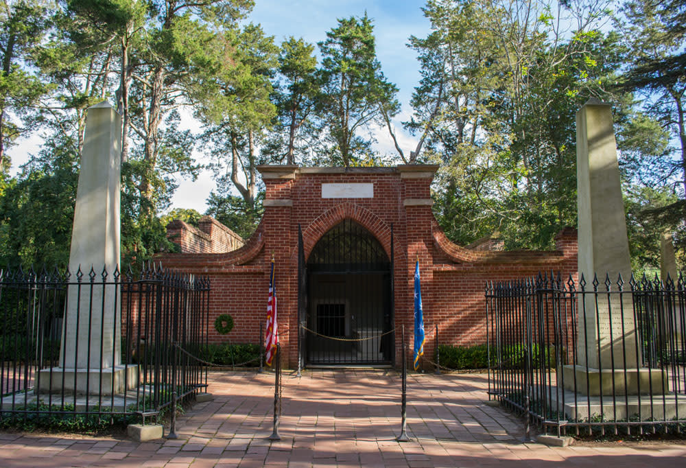 Washington's Tomb - George Washington's Mount Vernon