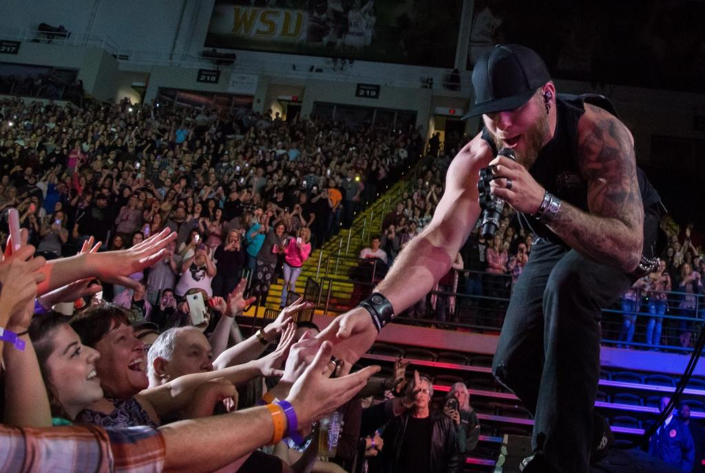 Brantley Gilbert with crowd