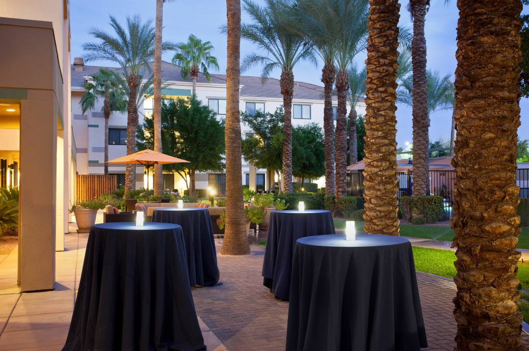 Courtyard by Marriott Phoenix - Chandler  -  Pool-side Social