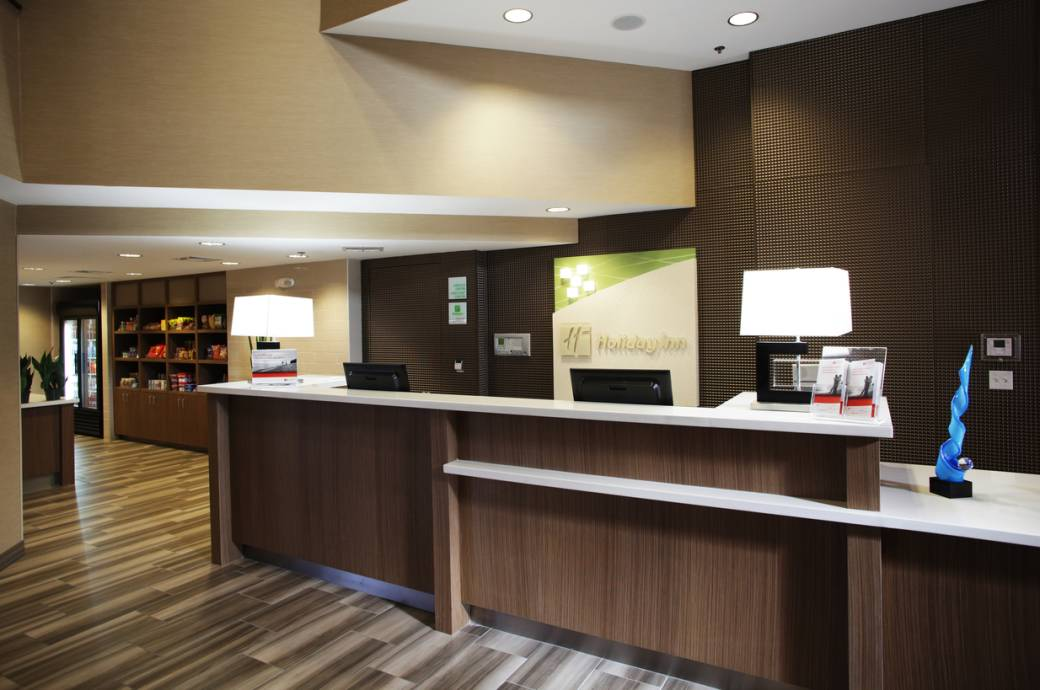 Holiday Inn Phoenix-Chandler Front Desk