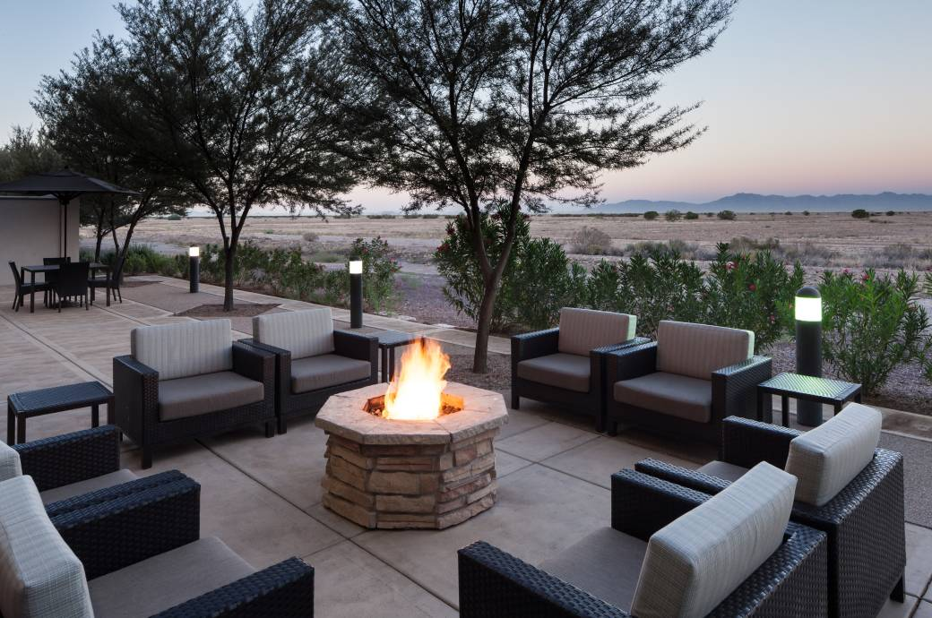 Fairfield Inn & Suites Chandler Fashion Center Patio with Firepit