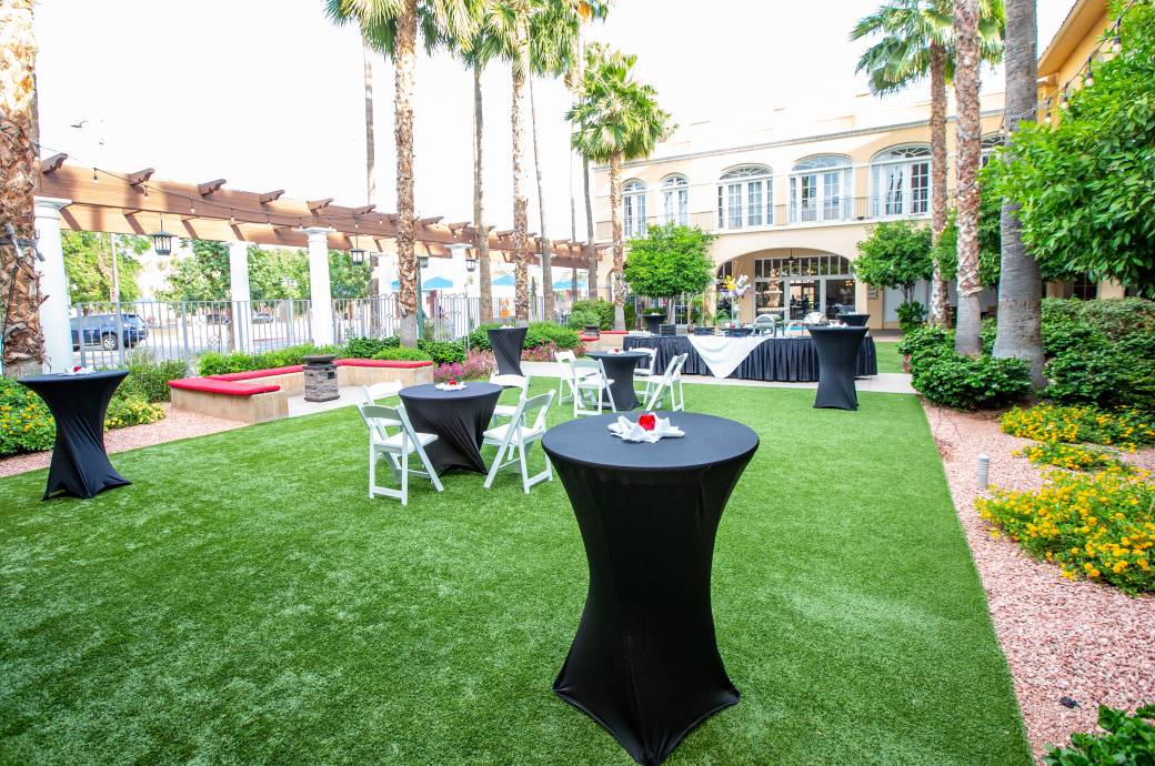 Crowne Plaza Phoenix-Chandler Golf Resort - Fountain Courtyard Reception